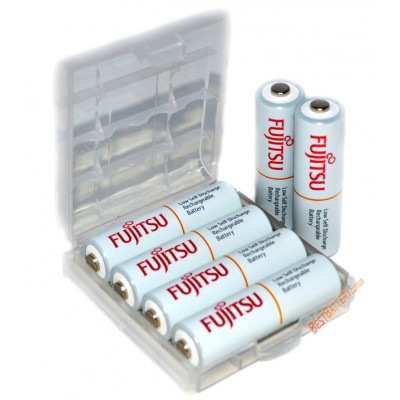 Зарядное устройство Tenergy TN138 и 4 пальчиковых аккумулятора Fujitsu 2000 mAh (HR-3UTC) в боксе.