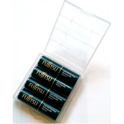 Зарядное устройство Tenergy TN138 и 4 пальчиковых аккумулятора Fujitsu 2550 mAh в боксе.