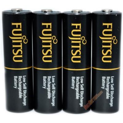 Зарядное устройство Soshine SC-U1 и 4 пальчиковых аккумулятора Fujitsu 2550 mAh в боксе.