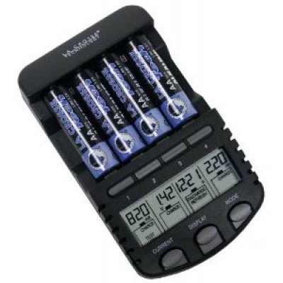 La-Crosse BC 700 - интеллектуальное зарядное устройство для АА и ААА аккумуляторов с независимыми каналами.