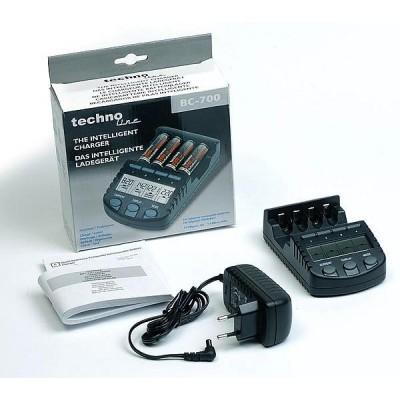 Зарядное устройство Technoline BC-700 и 4 пальчиковых аккумулятора Fujitsu 2000 mAh (HR-3UTC) в боксе.