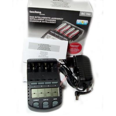 Зарядное устройство Technoline BC-700 и 4 пальчиковых аккумулятора Tenergy Premium 2500 mAh.